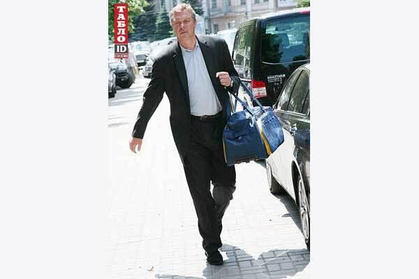 У день народження Янукович залишився без жеребця, але з іконою