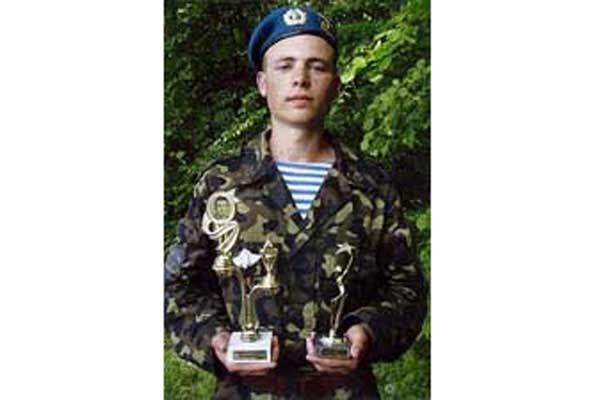 Смерть солдата родители отказываются считать самоубийством