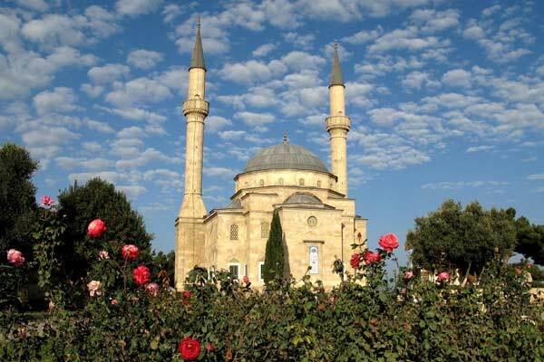 Три человека погибли от взрыва в мечети в Баку