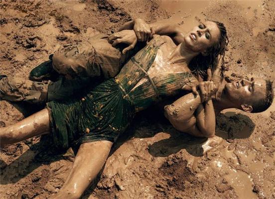 Make Love,Not War.Художественные оргии в солдатских казармах