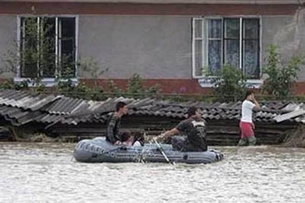 Разрушенные стихией дороги обойдутся стране в миллиард