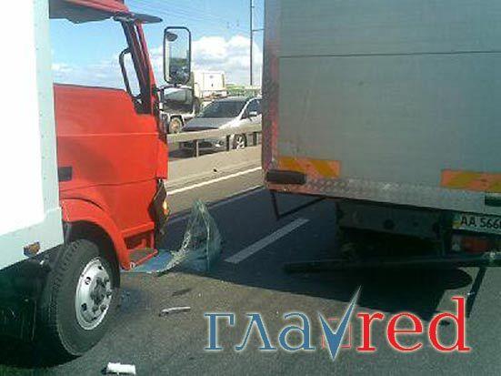 ДТП на Московском мосту парализовало пол-Киева (фото)