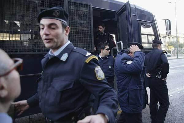Украинку спасли от украинских сутенеров в Греции