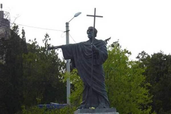 В Севастополе вандал получил крестом по голове