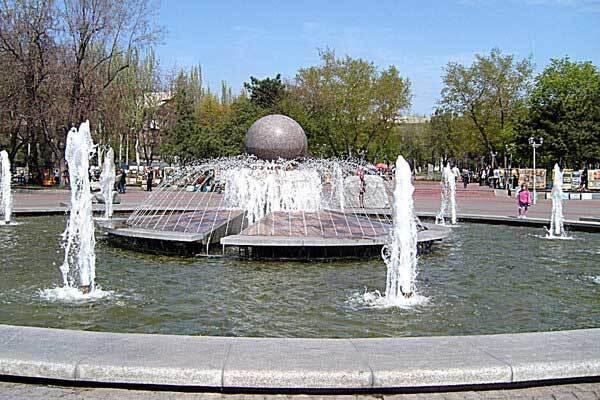 В Запорожье фонтаны залили пеной