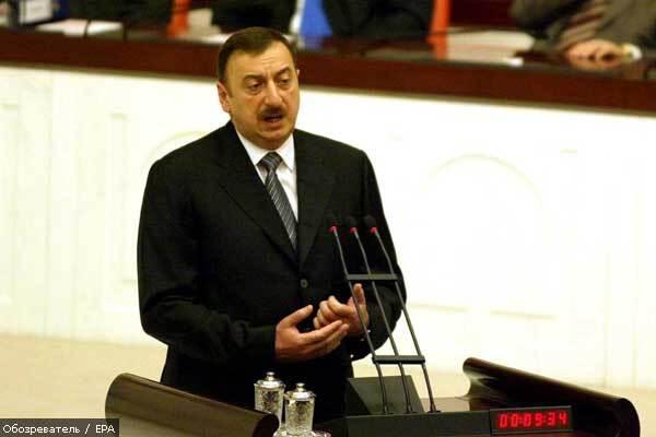 Президент Азербайджана против собственных портретов