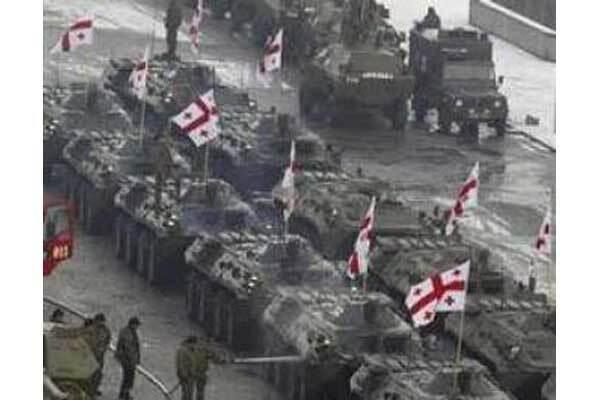 К Осетии со всех сторон подступают войска