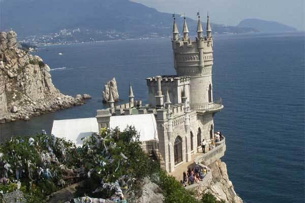 С крымской скалы сорвался турист