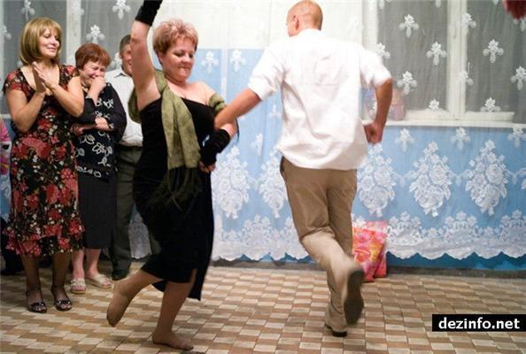 Колоритная украинская свадьба. Ох и понапивались...