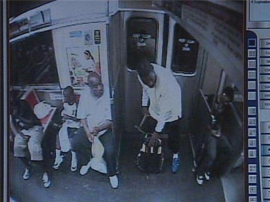 Жесть. У метро з'явився маніяк, що вбиває людей молотком