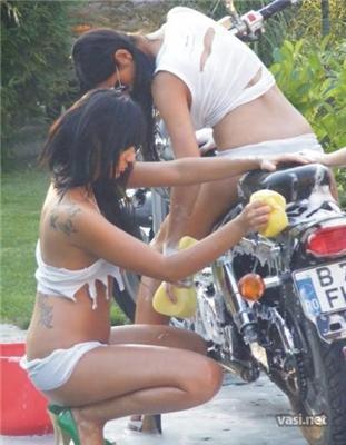 Голозадих мийка мотоциклів. Якість мийки - не цікавить
