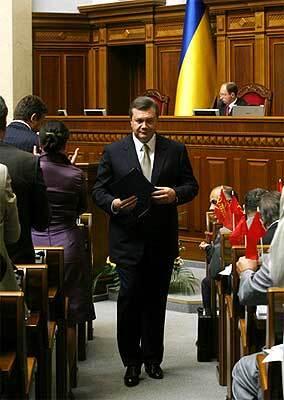 Бабуся лікувала Януковича яйцями