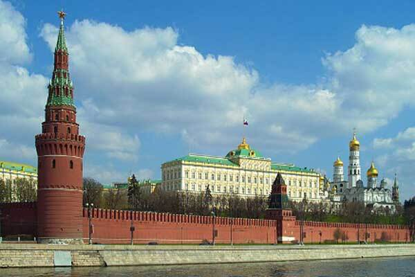 Кто выставляет Россию на посмешище?