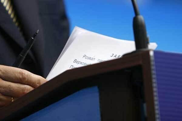 Янукович читає як першокласник
