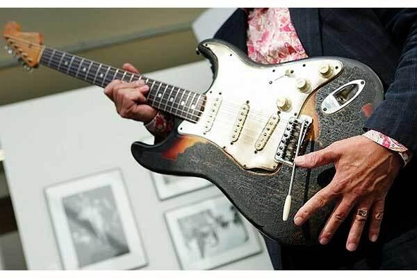 Спалену Хендріксом гітару продали за півмільйона доларів
