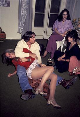 Рідкісні фото. Молодий Шварц лапает девчушек. Як не соромно ...