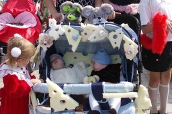 У Сумах пройшов парад дитячих колясок