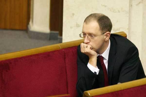Яценюк не хоче втручатися в політичні розборки
