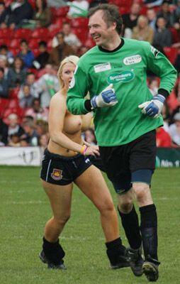 Голые девушки на спортивных аренах