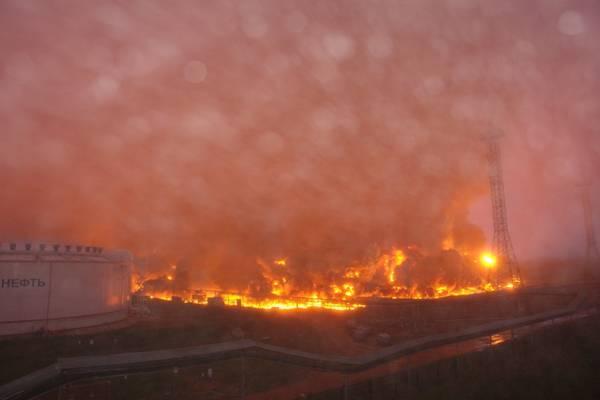 Біля берегів Австралії спалахнула нафтова вишка
