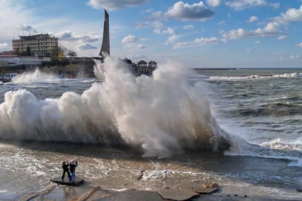 У Британії очікують наслідків самого сильного шторму за рік