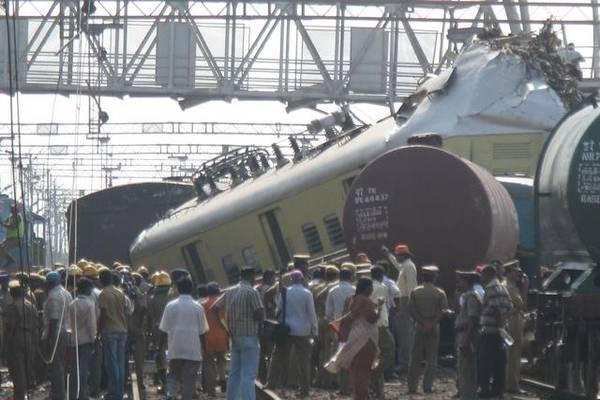 Швидкий поїзд зійшов з рейок, п'ятеро загиблих