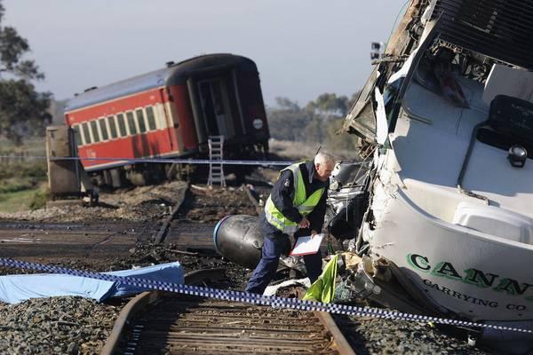 Пасажирський потяг зійшов з рейок в Індії, дев'ять загиблих