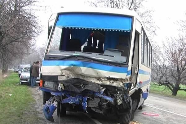 Водій автопоїзда заснув за кермом - 12 загиблих