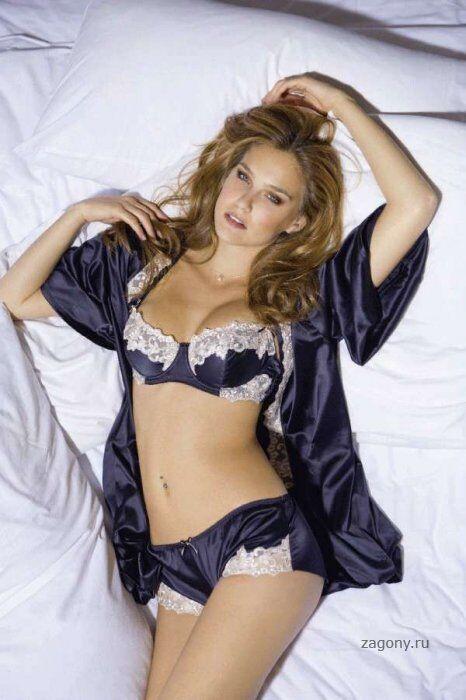 Красотка Бар Рафаэли снялась в рекламе эротического белья