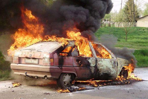 """Жінка спалила машину, намагаючись"""" розігріти"""" двигун"""