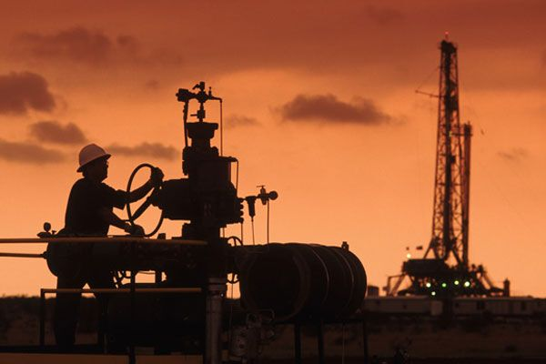 Россия повышает пошлину на нефть на $40