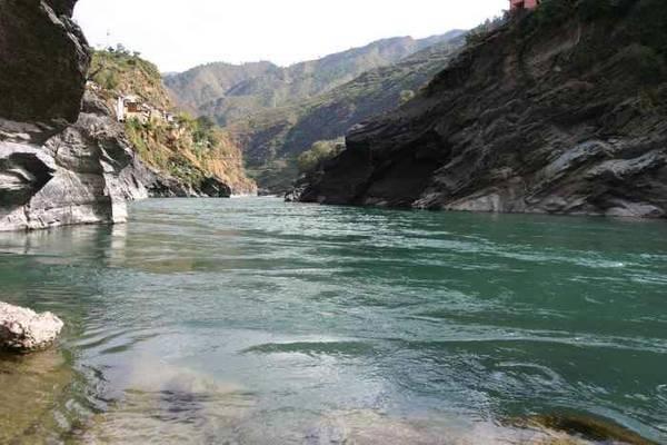 В самую грязную реку в мире выбросят $1 млрд