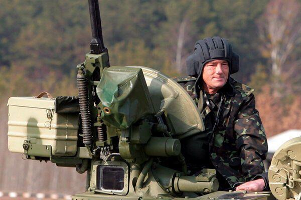 Ющенко вспомнил про армию