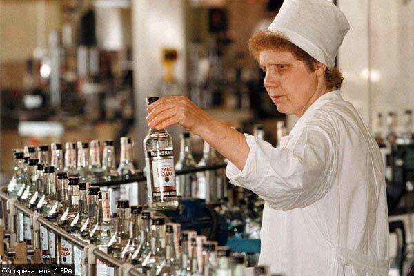 Производство водки упало почти вдвое