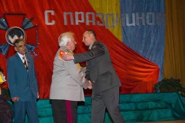 """Ветеранів у Одесі нагородили липовими """"сталінськими"""" орденами"""