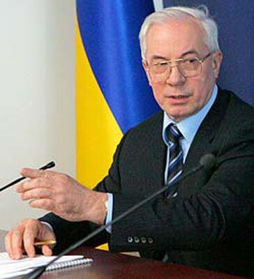 """Азаров запропонував Тимошенко """"махнуться"""" місцями"""