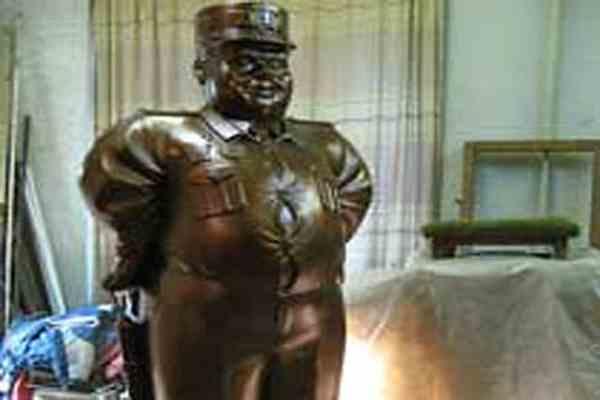 У Комсомольську відірвали голову пам'ятнику даїшнику