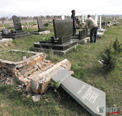 Підлітки поглумилися над могилою батька Генпрокурора України