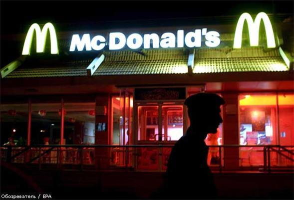 Величезна вивіска McDonald's звалилася на людей в США