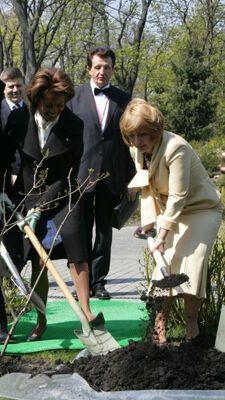 Катерина Ющенко взялася за лопату