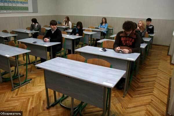 Донецькі школярі побили вчителя під час уроку