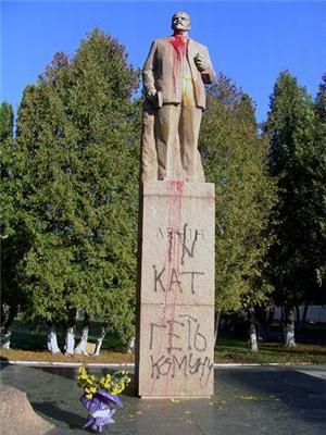 На Луганщині підірвали пам'ятник Леніну