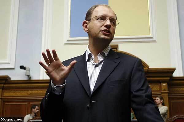Яценюк натякнув Ющенку, що через НАТО його може знести