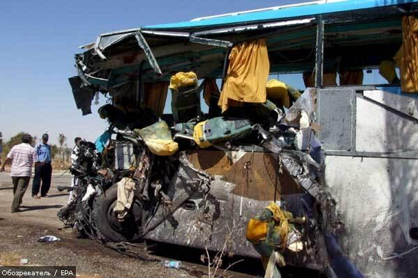 У Мексиці пасажирський автобус упав у прірву
