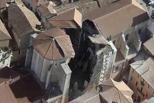 Постраждалих від землетрусу в Італії направляють на моря