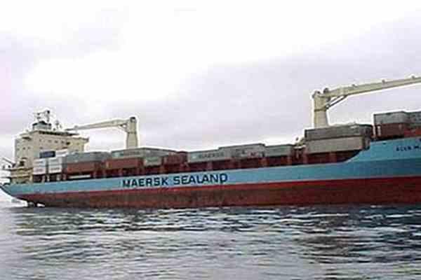 Американці відбили контейнеровоз у сомалійських піратів