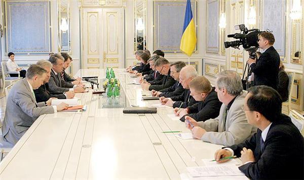 Ющенко не дав послам G8 право виступити