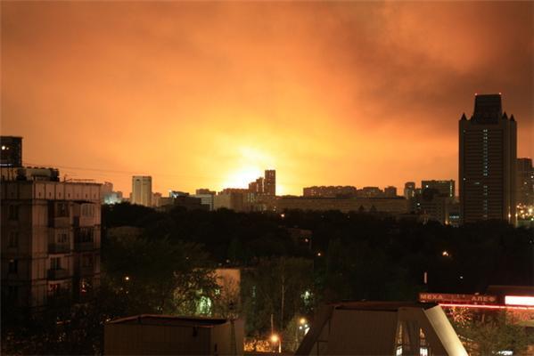 В Москве горит газохранилище. Есть пострадавшие. ВИДЕО