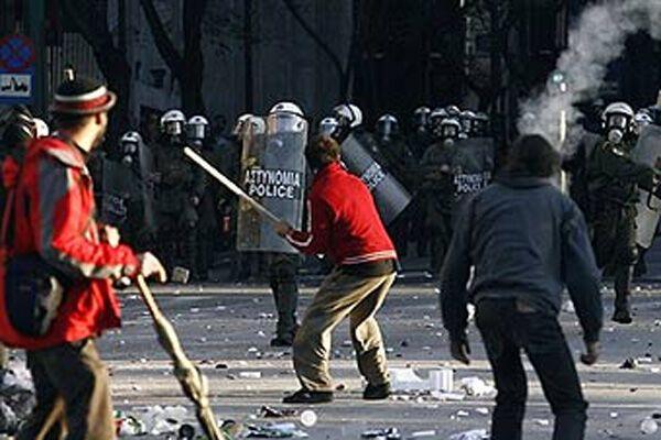В Афинах новые столкновения анархистов с полицией