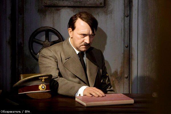 Немца оштрафовали за обезглавливание воскового Гитлера